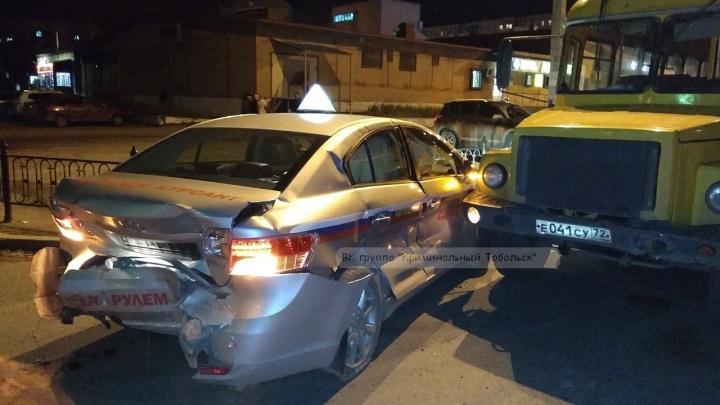 Сбитые пешеходы, авария с автобусом и опасные выходки тюменских мотоциклистов: дорожные видео недели