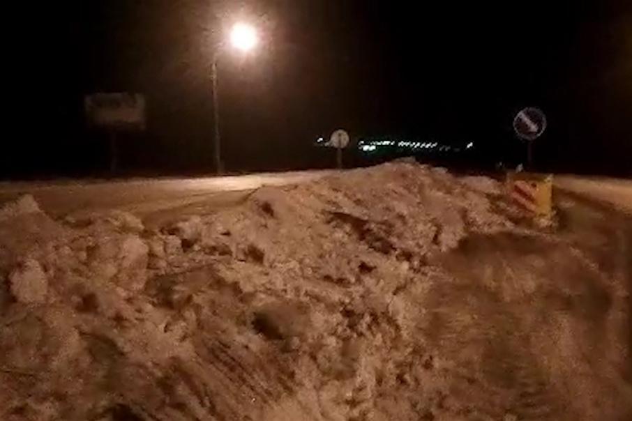 Пока дорожники завалили проезд снегом