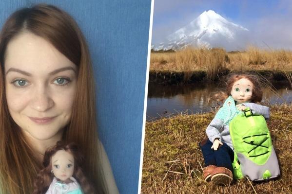Во все путешествия одну из кукол — хрупкую Полину — мастер берет с собой