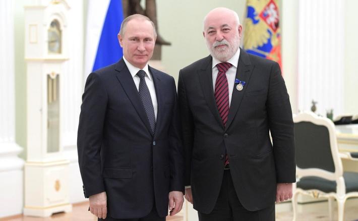 Владимир Путин вручил бизнесмену знак отличия «Заблагодеяние»