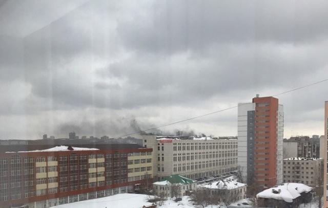 В Уфе загорелось здание бывшего завода
