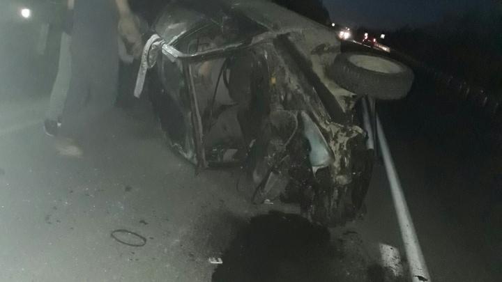 «Летел по встречке с выключенными фарами»: на Режевском тракте «десятка» врезалась в три машины