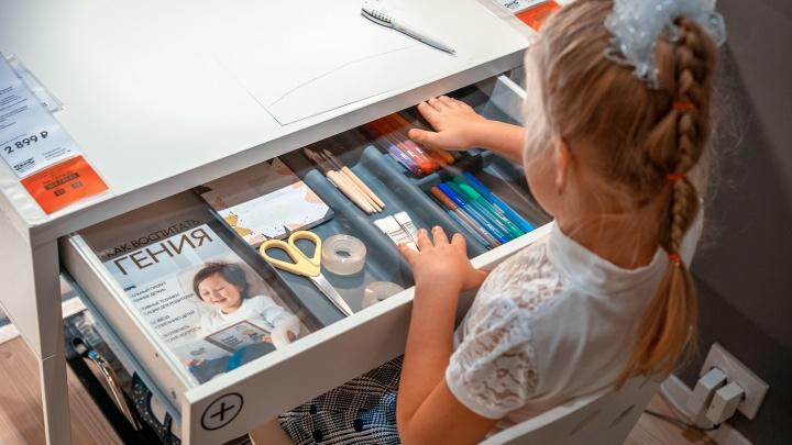 Учимся дома: каким должен быть письменный стол для школьника