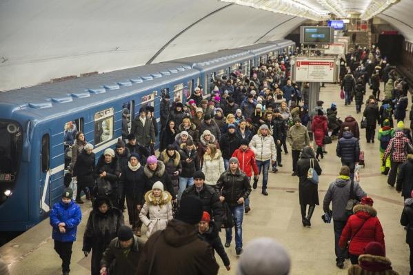 Горожане стали чаще ездить в метро по сравнению с позапрошлым годом, но пассажиропоток оказался всё же ниже рекорда 25-летней давности