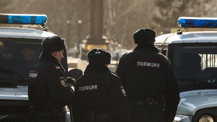 Сотрудницу МВД, которая покусала у ночного клуба полицейского, отдали под суд