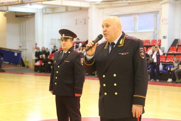 В должности начальника полиции Новосибирской области Николай Турбовец (на фото справа) прослужил почти 4 года