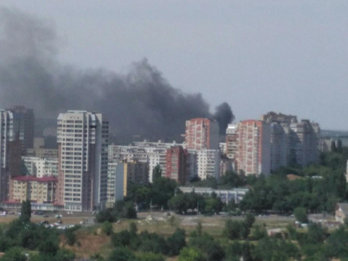 Дым от пожара виден по всей округе