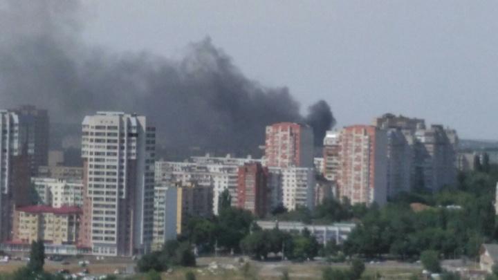 «Дыма все больше и больше»: на Северном загорелся мусор