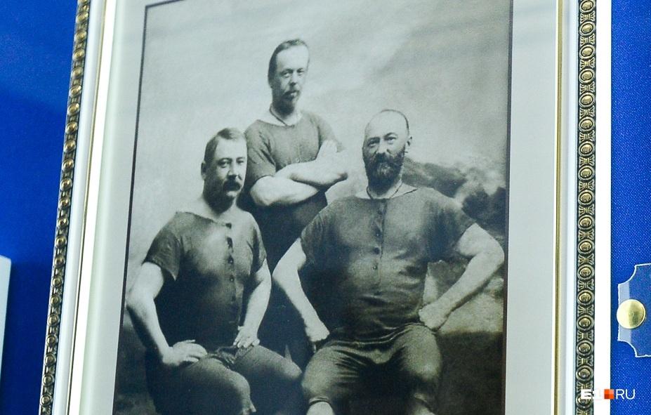 Попов с друзьями в Севастополе, незадолго до своей смерти