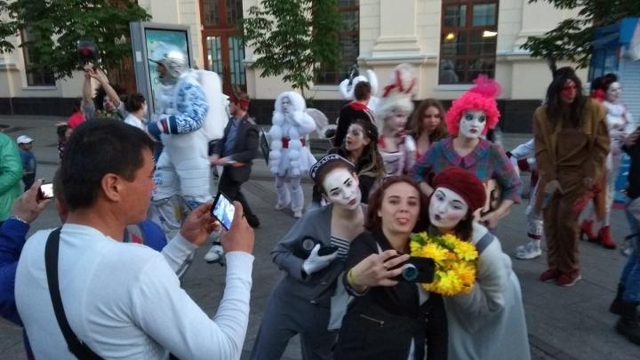 Карнавал фриков, танцы и очереди: как в Самаре прошла «Ночь музеев»