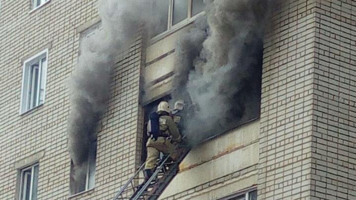В Ярославле горит квартира: погибла 60-летняя женщина