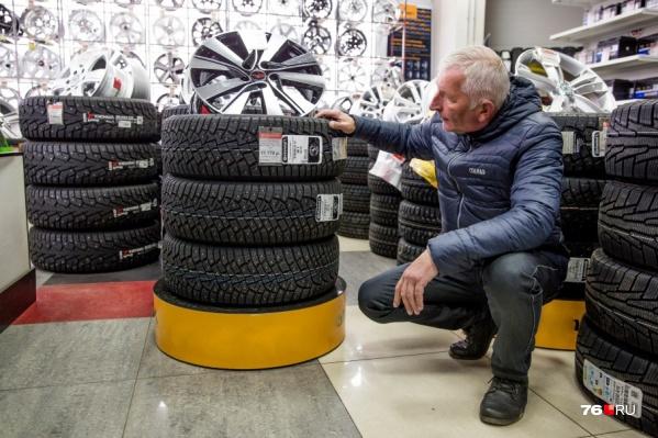 Наш видеооператор Лев Белков уже «переобул» свою машину