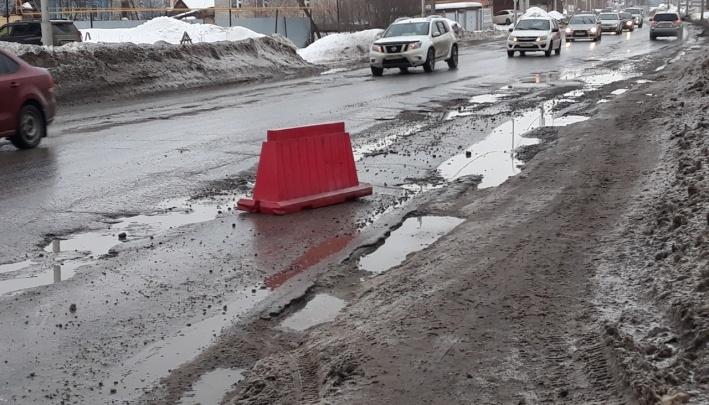 Улицу Пугачева в Уфе начали ремонтировать после того, как шесть машин пробили колеса в дорожных ямах