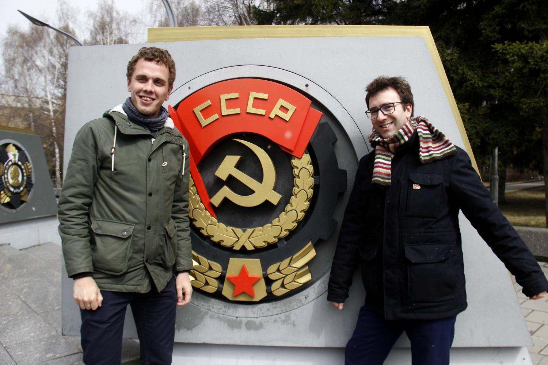 Автор предлагал сфотографироваться рядом с орденом Кутузова (находится тут же), но гости из Франции предпочли другую награду