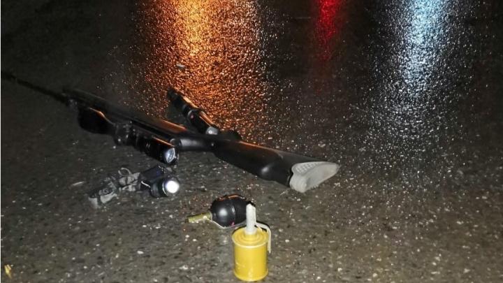 Две гранаты и винтовка с прицелом: задержание вооруженного водителя BMW в Уфе попало на видео