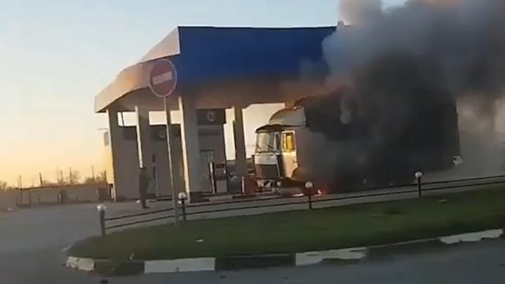 На заправке в Ростовской области загорелся грузовик
