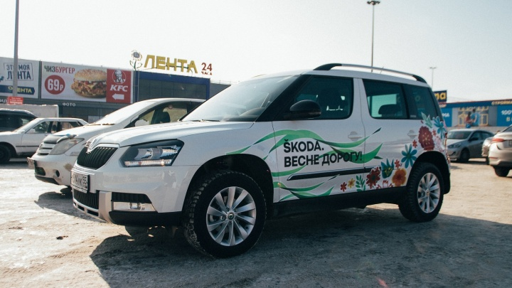 Навстречу весне: на дорогах Омска появился цветочный патруль