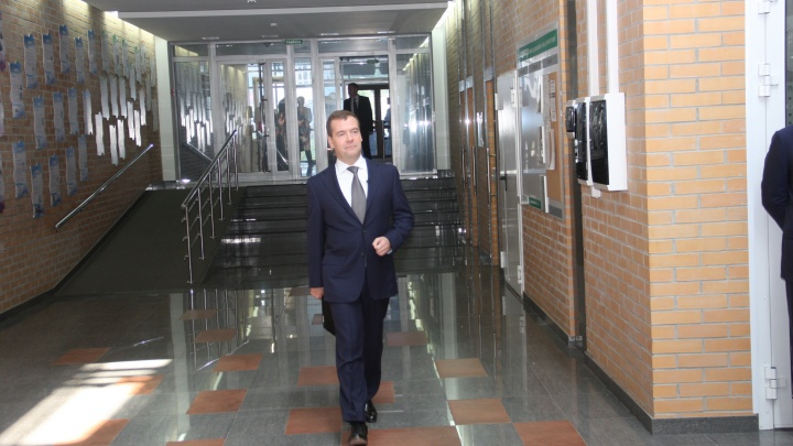 В Новосибирск прилетел Дмитрий Медведев