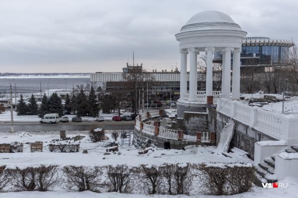 Знаменитую ротонду в центре Волгограда освободили от строительных лесов