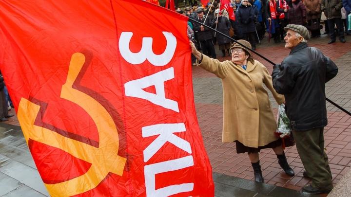 В Волгограде 102-летие Октября отметят шествием и митингом