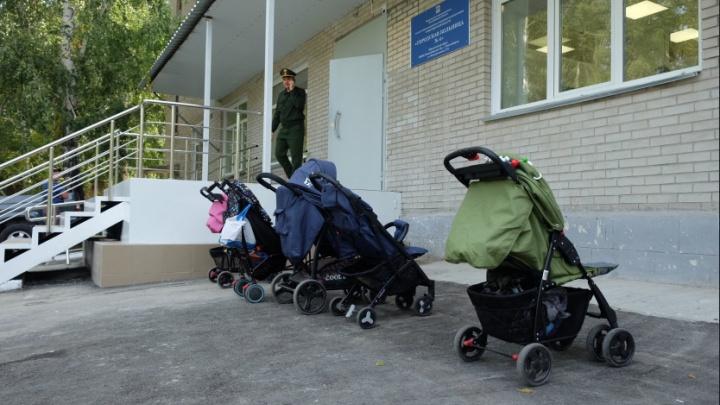 Новую поликлинику в Новосибирске закрыли через 1,5 месяца после торжественного открытия