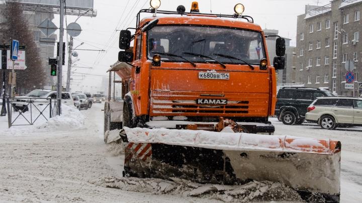 Власти попросили новосибирцев не бросать машины на обочинах магистралей
