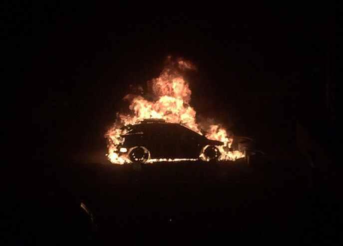 Припаркованный «Лексус» вспыхнул в 4-м часу ночи