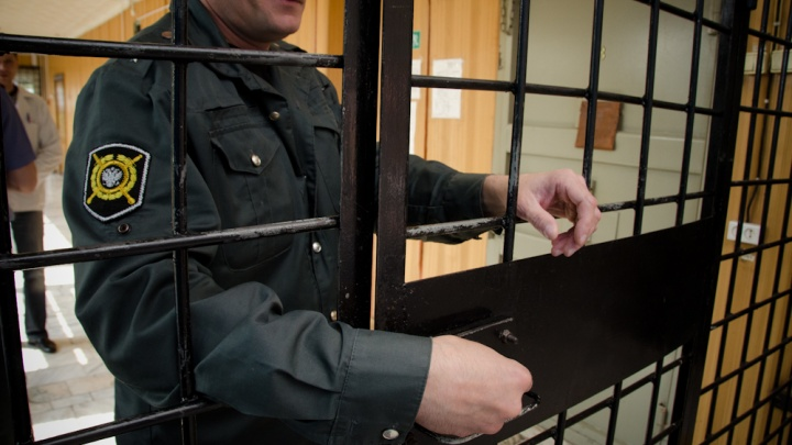 Полицейского оставили на свободе после избиения тракториста на севере края