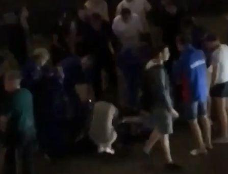 На Дубровинского под виадуком фура сбила двух человек