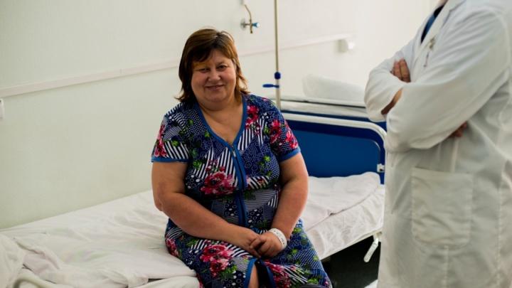 «Думала, что просто много работаю»: учительница физики чуть не ослепла из-за крошечной опухоли