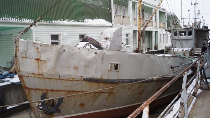 У пенсионера из Архангельска арестовали судно за долги