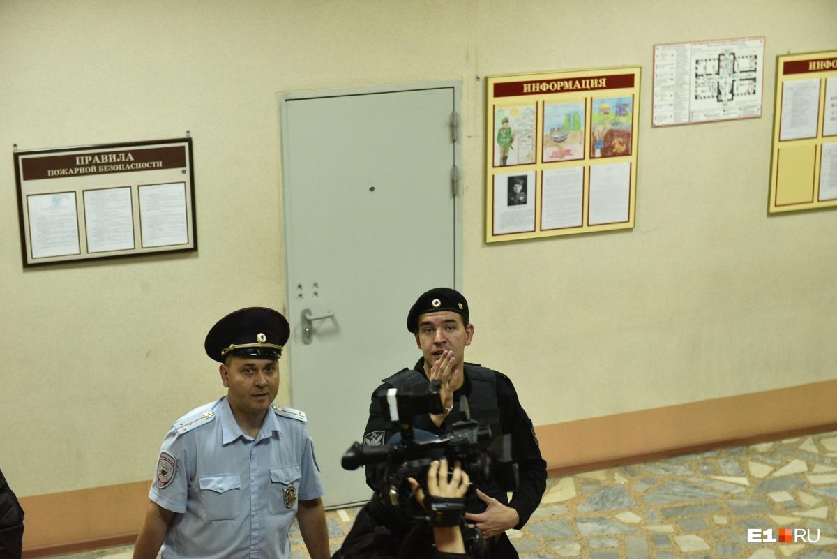 Васильева готовят вывести в зал суда