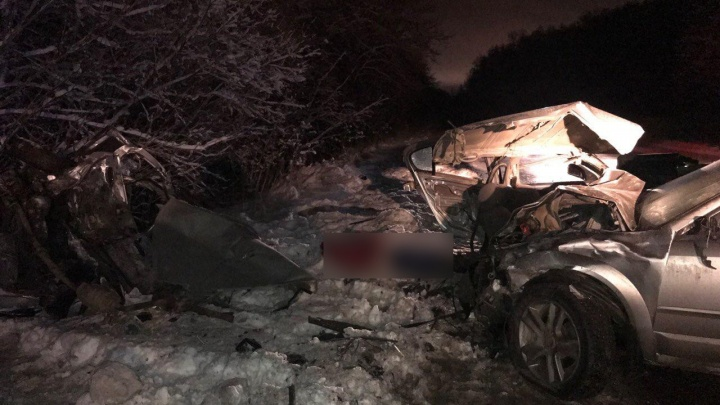 В Перми водитель и пассажирка иномарки погибли в ДТП
