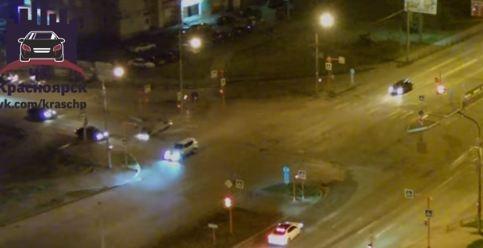 SsangYong с тонированными стеклами перевернул «Тойоту» при повороте