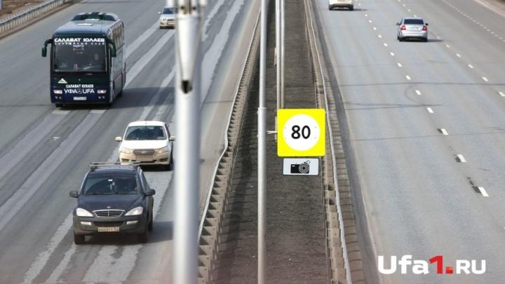 Дорога наполовину перекрыта: ремонтники вышли на трассу Уфа — аэропорт