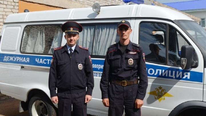 В Башкирии отважные полицейские вынесли из огня двух стариков