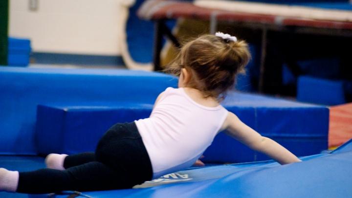 Родители отдали тренеру по художественной гимнастике 1,3 млн рублей за участие в бесплатных турнирах
