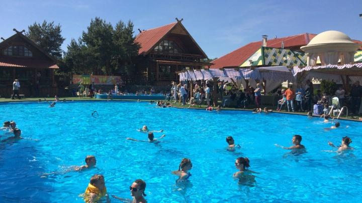 В Волгограде пятилетний мальчик неудачно засунул руку в сток бассейна