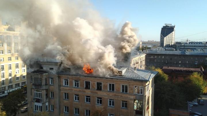 Пожарные потушили дом на Советской, из которого вывели 34 человека