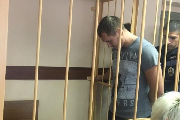 Один из задержанных Андрей Зыбин, по словам следователя, бил заключённого резиновой дубинкой