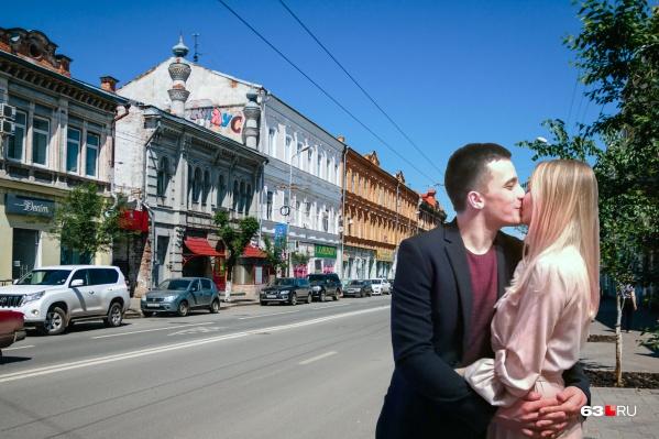 Юноша встретил свою любовь в мегаполисе