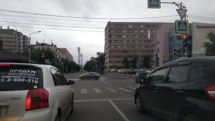Бесстрашная женщина перебегала перекресток на Вейнбаума— Марковского и попала под колеса