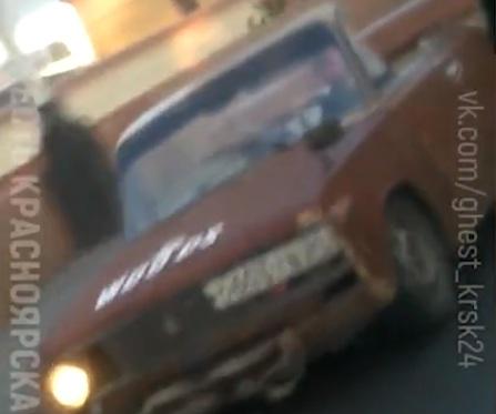 «НЛО пронеслось»: самопальный кабриолет в центре Красноярска изумил водителей
