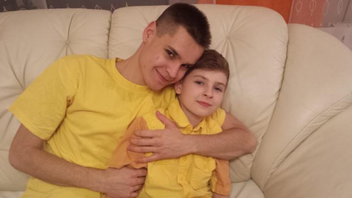 «Мама, а что такое рак?»: история школьника из Первоуральска, которому брат пожертвовал костный мозг