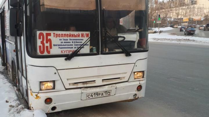 Два автобуса не поделили дорогу рядом с площадью Труда