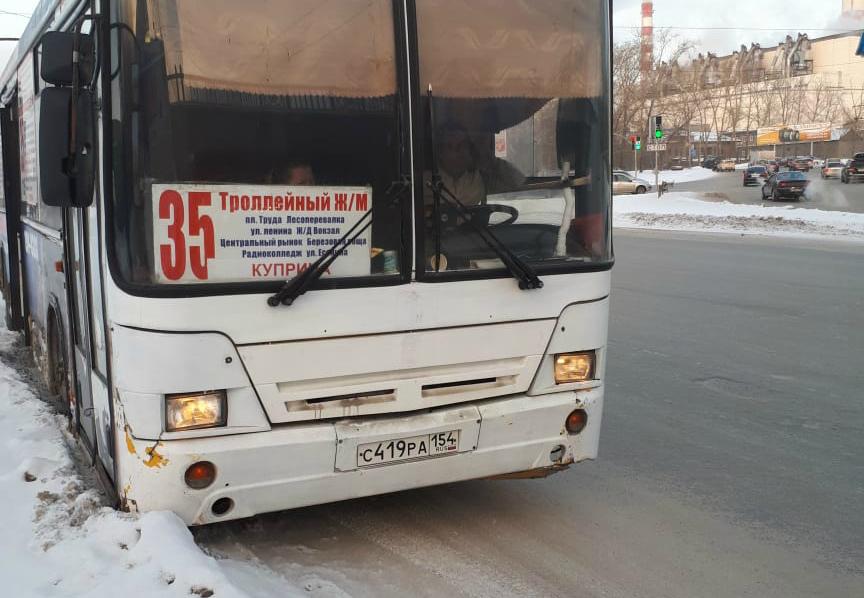 Часть пассажиров осталась ждать, когда автобус повезёт их дальше