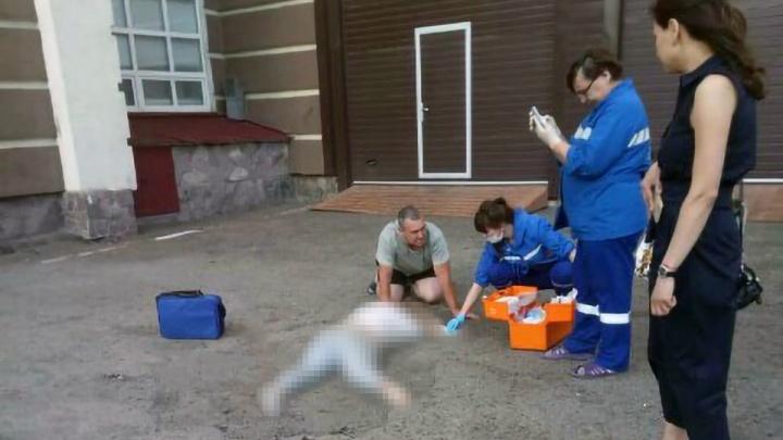 Жительница Уфы упала с высоты во время мытья окон