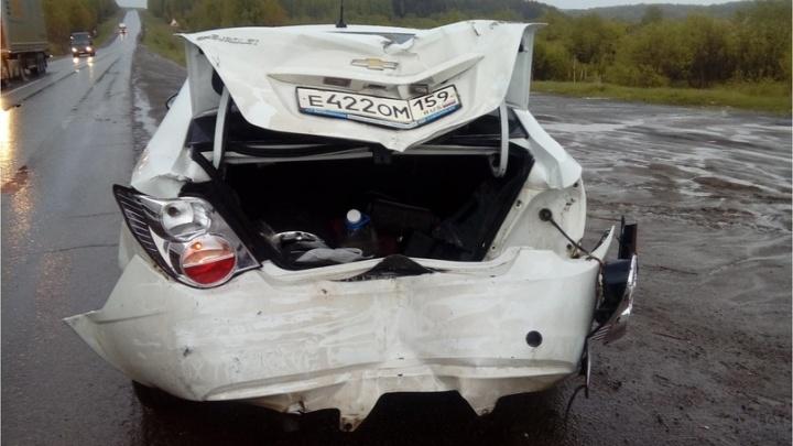 В Прикамье на трассе столкнулись Renault и Chevrolet: пострадал 16-летний подросток