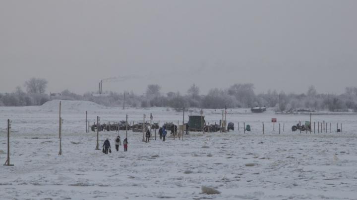 В Архангельске открылась первая пешеходная ледовая переправа