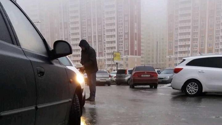 Ростов в ледяной «глазури»: улицы донской столицы сковал лед